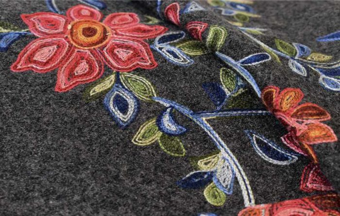 B700_Wol bloem geborduurd_productgalerij_1